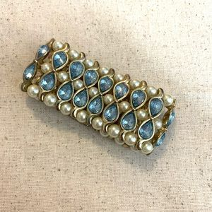 Bracelet w/ magnetic clasp- skyblue jewels, pearls